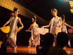 タイ舞踊ショー 扇の舞